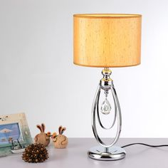 94.67$  Watch here - http://aliwax.worldwells.pw/go.php?t=32692368171 - Fashion Fabric Shade Table Lamp Crystal Pendant Bedside Lamp Silver Metal Body D25*H54cm E27 LED Desk Light Abajur Para Quarto