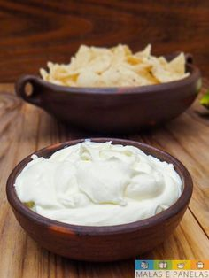 sour cream ou creme azedo - Recipes, tips and everything related to cooking for any level of chef. Doritos, Nachos, Sour Cream Pasta, Sour Cream Cookies, Banana Coffee Cakes, Easy Mashed Potatoes, Healthy Snacks, Healthy Recipes, Tapas Bar