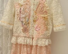Chaqueta de Shabby Chic romántico adornado, Perla bordado, reelaborado, reciclado, ropa, arte para vestir, vestir arte ropa, chaqueta bordada