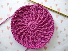 Háčkovaná bekovka se šiltem. :: . Crochet Beanie Hat, Crochet Cap, Crochet Stitches, Knitted Hats, Crochet Patterns, Crochet Crafts, Crochet Projects, Crochet Summer Hats, Irish Lace