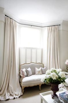 Bay Window Ideas - Search photos of living room bay window. Locate ideas as well as motivation for living room bay window to add to your own house. Bay Window Bedroom, Bedroom Curtains, Room Window, Master Bedroom, Bay Window Exterior, Diy Exterior, Modern Country Style, French Country, French Cottage