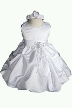 Looks like a wedding dress. I loove it