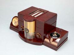 Art Déco - Ensemble de Bureau en Bakélite Desk Set Bakelite - Radio et Pendulette - AIRITE - USA - Modèle 3010USA - Années 1930