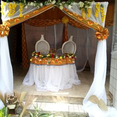 mariage dote decoration ivoirien by touti_création de African Wedding Theme, African Theme, Traditional Wedding Decor, Traditional Cakes, Diy Furniture Covers, Wedding Decorations, Table Decorations, Wedding Ideas, 60th Birthday Party