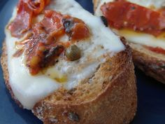 Great toast with cheese, tomato and capari ............................................................ Pripravte si skvelé toasty so syrom a sušenými paradajkami. ....... www.vinopredaj.sk ............................................................  #toast #jedlo #snack #mnam #inmedio #delikatesy #tomato #pomodori #wineshop #delishop #mnam #ochutnaj #chutne