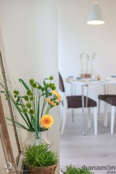 Ihanainen.com Vihreä piristää mukavasti huoneen tunnelmaa. #sisustussuunnittelu #tampere