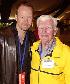 Lipton and Wahlberg who played him in Band of Brothers <3