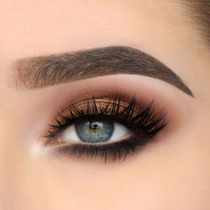 These subtle and gorgeous lashes are dedicated to those with small eyes. Elegant collection No. Cosmetic Storage, Makeup Storage, Makeup Organization, Subtle Eye Makeup, Dance Makeup, Latest Makeup Trends, Night Makeup, Makeup Inspo, Makeup Ideas