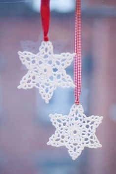 sweet snowflake perfection--pic onlyHmmm, do I have time to replace my papercut snowflakes with these before Christmas.probably not, with a newborn and an almost 4 year-old on my hands!Curating the very best crochet. Crochet Snowflake Pattern, Crochet Stars, Christmas Crochet Patterns, Crochet Snowflakes, Christmas Snowflakes, Thread Crochet, Love Crochet, Crochet Motif, Crochet Crafts