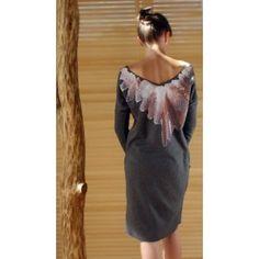 In.na - szara sukienka z piórami