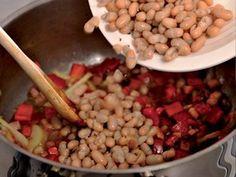 Fazolová polévka   Apetitonline.cz Beans, Vegetables, Food, Beans Recipes, Veggies, Veggie Food, Meals, Vegetable Recipes, Yemek