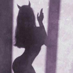 Imagem de Devil, girl, and shadow Demon Aesthetic, Bad Girl Aesthetic, Purple Aesthetic, Aesthetic Grunge, Aesthetic Photo, Aesthetic Pictures, Aesthetic Anime, Shadow Pictures, Tumblr Wallpaper