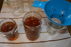 Best Jalapeno and Bell Pepper Jelly ever! It's so easy to home can/preserve this delicious jelly that can be used as a dip, spread - the uses are endless! Green Pepper Jelly, Jalapeno Pepper Jelly, Pepper Relish, Bell Pepper, Bakery Recipes, Jam Recipes, Apple Recipes, Jalapeno Jelly Recipes, Recipes