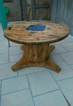 Perfect Electrical Cable Drum Turned Into A Garden Table; Like The Cutaway Base  Shape