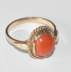 Złoty pierścionek z koralem // folk jewellery from Poland Coral Jewelry, Amber Jewelry, Poland, How To Look Better, Folk, Gemstone Rings, Gemstones, Jewellery, Accessories