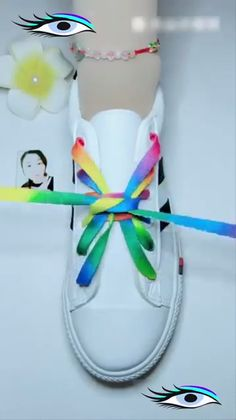How to Lace Your Shoes Creatively Lace your shoes ideas 18 Ways to Source by ideas creative Tie Shoes, Your Shoes, Shoe Crafts, Diy And Crafts, Creative Shoes, Tie Shoelaces, Clothing Hacks, Sewing Hacks, Diy Art