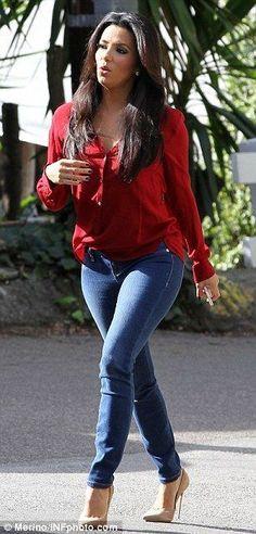 Few rock skinny jeans, and nude pumps better than Eva Longoria #legs #heels #jeans #platformpumpsandjeans