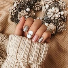50+ Stylish Christmas Nail Colors and How To Do Them |