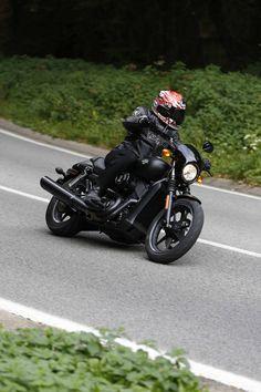 maya camus de motoservices teste la road glide hdmy15 v nement conf rence de presse pour. Black Bedroom Furniture Sets. Home Design Ideas