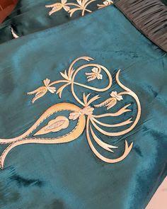 maraş işi kaftan desenleri ile ilgili görsel sonucu Embroidery On Kurtis, Kurti Embroidery Design, Hand Embroidery, Gold Work, Machine Embroidery Patterns, Yesterday And Today, Filet Crochet, Scarf Styles, Needlework