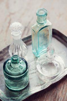 New York Bridal Inspiration mixed old parfume bottles Antique Bottles, Vintage Bottles, Bottles And Jars, Glass Bottles, Perfume Bottles, Apothecary Bottles, Peach Mint Wedding, Scissors Design, Vintage Garden Parties