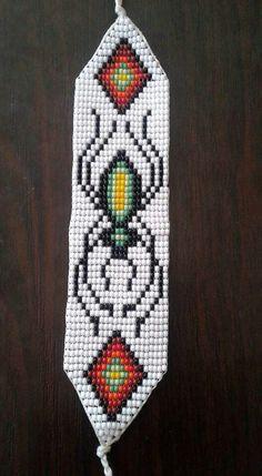 Native Beading Patterns, Seed Bead Patterns, Beaded Bracelet Patterns, Peyote Patterns, Halloween Beads, Bead Loom Bracelets, Native American Beading, Beaded Animals, Plastic Canvas Patterns