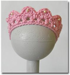 A free pattern for a crocheted baby tiara! LOVE!