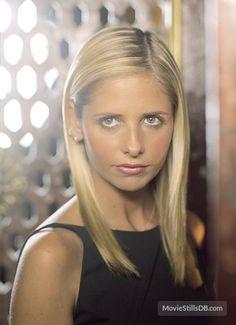 Buffy the Vampire Slayer - Promo shot of Sarah Michelle Gellar