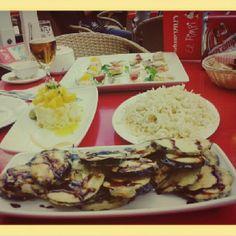 Comiendo en #elpimpi mmm... en #elfestivaldemalaga