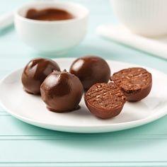Incorporez des haricots ni vu ni connu dans vos boules chocolatées pour en faire une collation protéinée! Cacao Beans, Granola, Herbalife, Food Photo, Coco, Biscuits, Deserts, Healthy Eating, Lunch