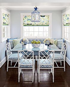 Are you searching for decorating tricks for your small dining room? You've arrived at the ideal place! A small dining room may appear comfy and give a location to enjoy a nice meal together with friends or family. Dining Nook, Dining Room Design, Dining Table, Dining Chairs, Nook Table, Dining Decor, Dining Sets, Chippendale Chairs, Sweet Home