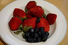 100 kcal calories snack: strawberries and blueberries  http://potsofsmiles.blogspot.co.uk/2016/01/100-kcal-calories-snack-strawberries.html