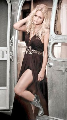 Miranda Lambert. LOVE her dress. And don't even get me started on the boots <3