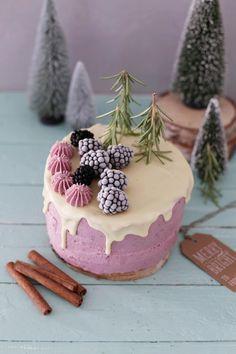 Winterliche Brombeer-Cassis-Torte