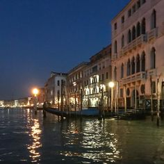 Wishing you a wonderful Venetian evening! . . www.porteitalia.com ————————————————— #italianfurniture #venetianinteriors #art #architecture #paintedfurniture #handmade #handpainted #interiordesign #luxuryhotels #luxuryhome #homedecor #design #finepaintedfurniture #holidayhouselondon #venetianfurniture #venice #instavenice #sothebys #luxuryinteriors #luxuryfurniture #isaloni #ad #milieumag #porteitalia #porteitaliavenezia #porteitaliainteriors
