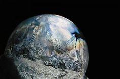 Bulle d'hiver - Il réalise de magnifiques globes gelés avec des bulles de savon - ladepeche.fr