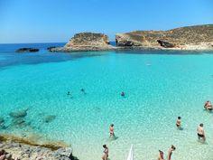 船が宙を飛ぶ!?天国のような海!マルタ共和国「コミノ島」の青き楽園へ   マルタ共和国   トラベルjp<たびねす>