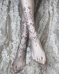 Back Of Leg Tattoos, Dot Tattoos, Foot Tattoos For Women, Bild Tattoos, Tattoos Skull, Back Tattoo Women, Finger Tattoos, Tribal Tattoos, Body Art Tattoos