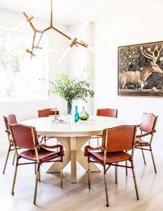 A mesa redonda é convidativa e os detalhes da decoração a complementam deixando o ambiente bem receptivo!!
