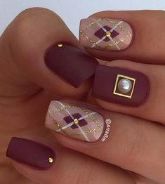 2018 Best Nail Art Ideas : Purple, pink, nude, white and gold. Five colors but so elegant and definitely manicure with style. Stylish Nails, Trendy Nails, Cute Nails, Argyle Nails, Plaid Nails, Plaid Nail Art, Easy Nail Art, Cool Nail Art, Winter Nails