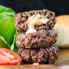 Homemade Cheeseburger Recipe: Liven up your BBQ with homemade cheese stuffed beef burgers, quick and easy to make and really delicious. Homemade Hamburger Patties, Hamburger Recipes, Cookout Menu, Homemade Cheeseburgers, Low Carb Recipes, Cooking Recipes, Cooking Tips, Cheeseburger Recipe, Beef Burgers
