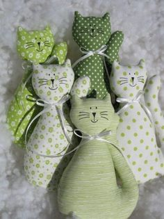 Grüne Hauskatze / Warenverkäuferdecke, You are in the right place about Cat Toys doodle Here we offer you the most beautiful pictures abo Sewing Stuffed Animals, Stuffed Toys Patterns, Fabric Toys, Fabric Crafts, Baby Sewing Projects, Sewing Crafts, Animal Sewing Patterns, Cat Pillow, Sewing Dolls