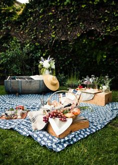 How to host a charming country picnic