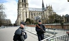 Car packed with explosives found outside Paris's Notre Dame cathedral | Daily Mail Online
