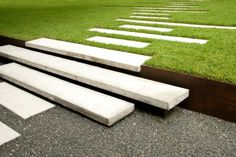 Treppen Gartenweg Rasen Terrassen verschiedene Niveaus