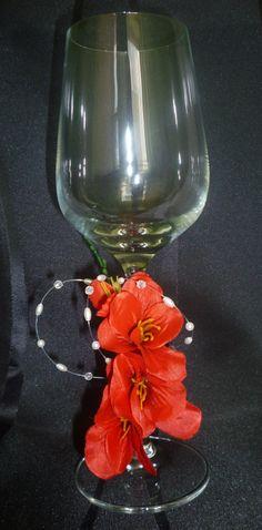 Pohár na červené víno s červeným kvetom Wine Glass, Tableware, Dinnerware, Dishes, Serveware, Wine Bottles