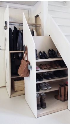 Under the stairs storage home decor ideas под лестницей, про Small Space Living, Small Spaces, Shoe Storage Solutions, Storage Ideas, Staircase Storage, Under Stair Storage, Hidden Storage, Under Stairs Cupboard, Home Organization