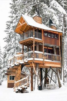 Treehouse Rentals: The 14 Best in the U. Elevate your camping game and fulfill your childhood dream by booking a weekend getaway at one of these 14 amazing treehouse rentals. Vacation Destinations, Dream Vacations, Vacation Spots, Vacation Ideas, Poster Diy, Beautiful Homes, Beautiful Places, Cool Tree Houses, Tree House Designs