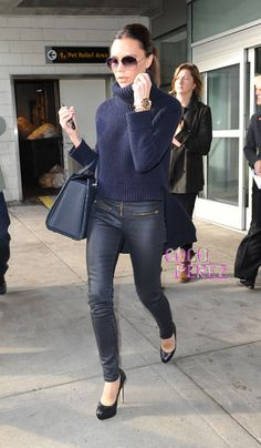 victoria-beckham-lands-in-new-york-looking-airport-chic.jpg