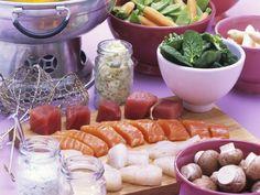 Fondue mit Fisch   Zeit: 1 Std. 30 Min.   http://eatsmarter.de/rezepte/fondue-mit-fisch